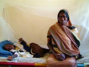 På Röda Korsets sjukhus i Darfur.