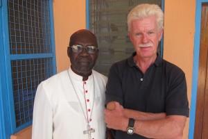 Ärkebiskop Paulino Lukudo Loro och jag.