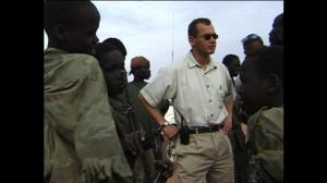 Ian Lundin med barnsoldater i södra Sudan